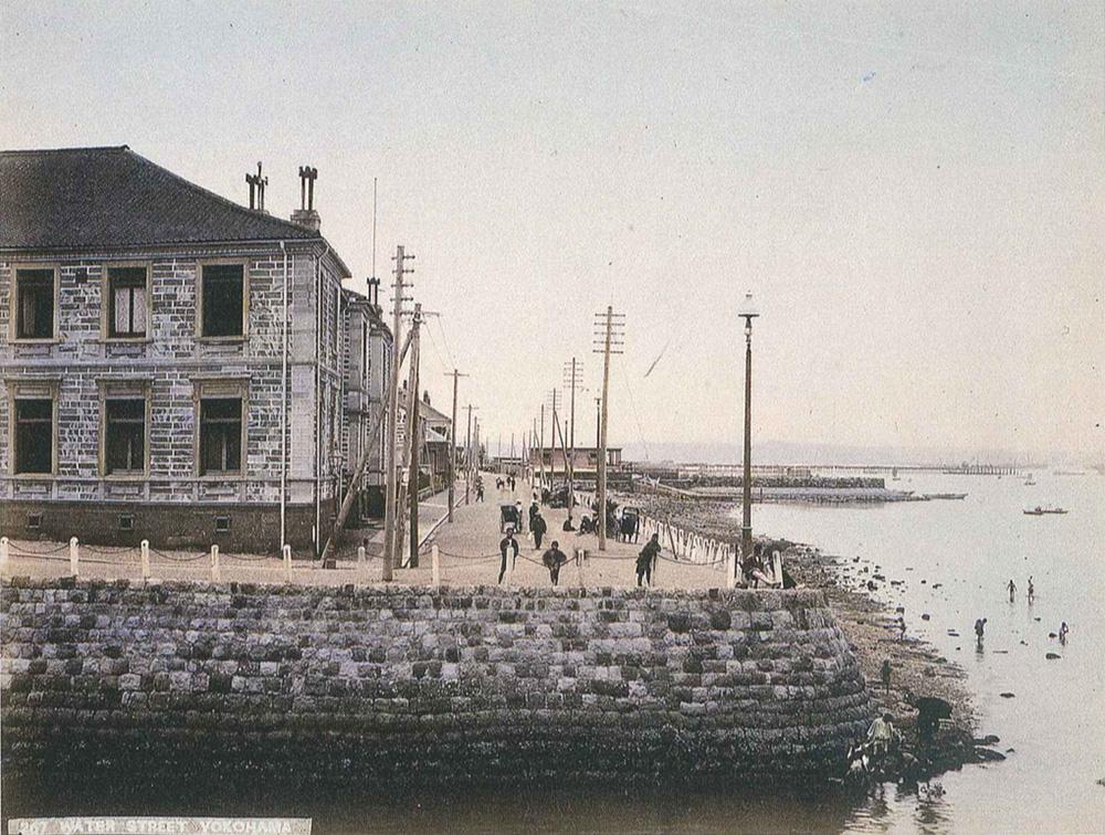 明治初期の海岸通り(横浜開港資料館所蔵)