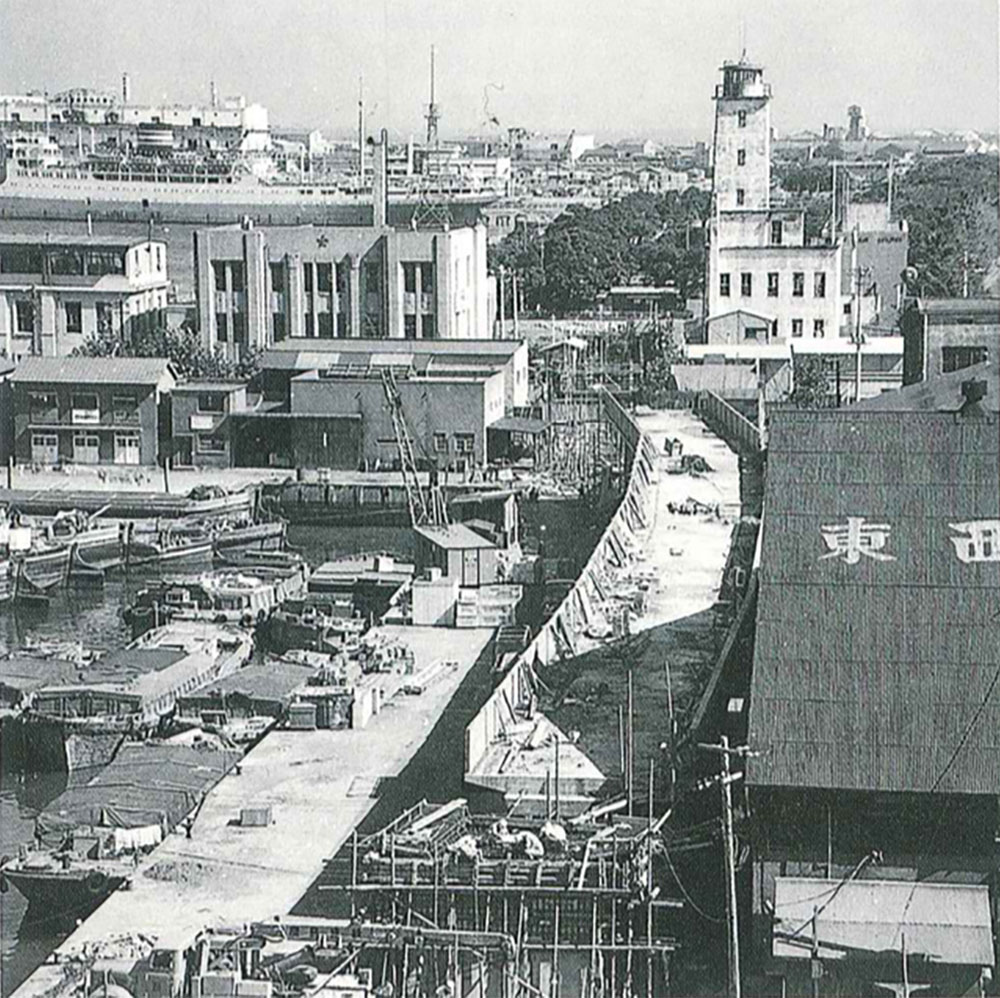 建設がすすむ臨港鉄道(横浜市史資料室所蔵・広報課資料)