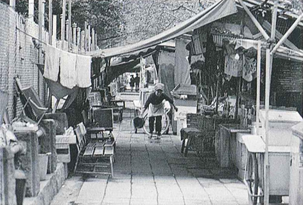 露店前の風景(神奈川新聞所蔵)