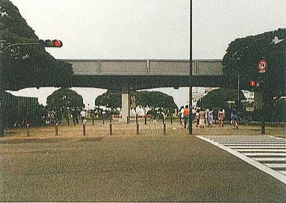 撤去前の臨港鉄道高架線(横浜市都市整備局都市デザイン室所蔵)