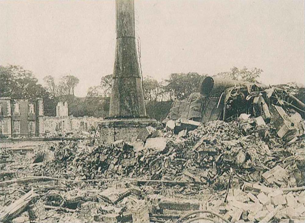 倒壊したグランドホテル(横浜開港資料館所蔵)