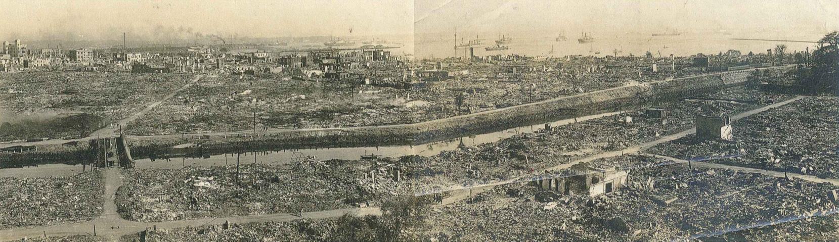 山手から見た山下町の被災状況(横浜開港資料館所蔵)